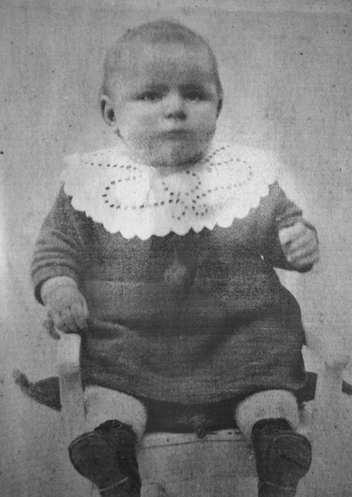 Fru Larsen som baby